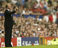Photo: Aidan Ellis.<br /> England v Andorra. European Championships 2008 Qualifying. 02/09/2006.<br /> England manager Steve McLaren gives out instructions