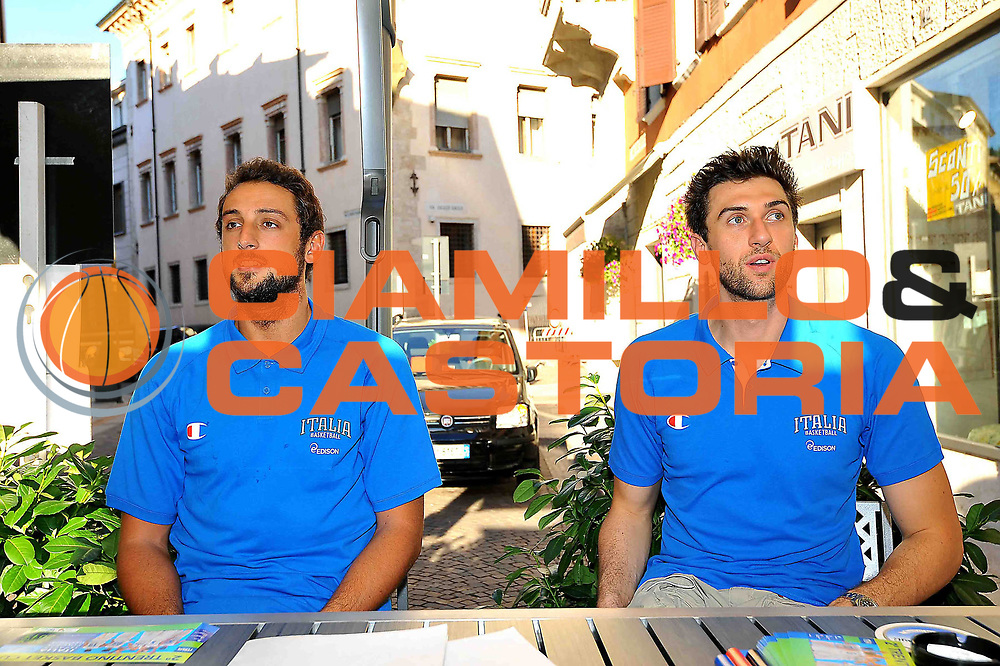 DESCRIZIONE : Folgaria Allenamento Raduno Collegiale  Nazionale Italia Maschile <br /> GIOCATORE : Andrea Bargnani - Marco Stefano Belinelli<br /> CATEGORIA : allenamento <br /> SQUADRA : Nazionale Italia <br /> EVENTO : Conferenza stampa presentazione Trentino Basket Cup<br /> GARA :<br /> DATA : 02/08/2013 <br />  SPORT : Pallacanestro<br />  AUTORE : Agenzia Ciamillo-Castoria/GiulioCiamillo<br />  Galleria : FIP Nazionali 2013<br />  Fotonotizia : Folgaria Allenamento Raduno Collegiale  Nazionale Italia Maschile <br />  Predefinita :