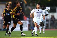 Fotball<br /> Foto: imago/Digitalsport<br /> NORWAY ONLY<br /> <br /> 21.07.2005  <br /> <br /> Christophe Landrin (Paris St. Germain, re.) gegen Evangelos Moras (Mitte) und Miltos Sapanis (beide AEK Athen)
