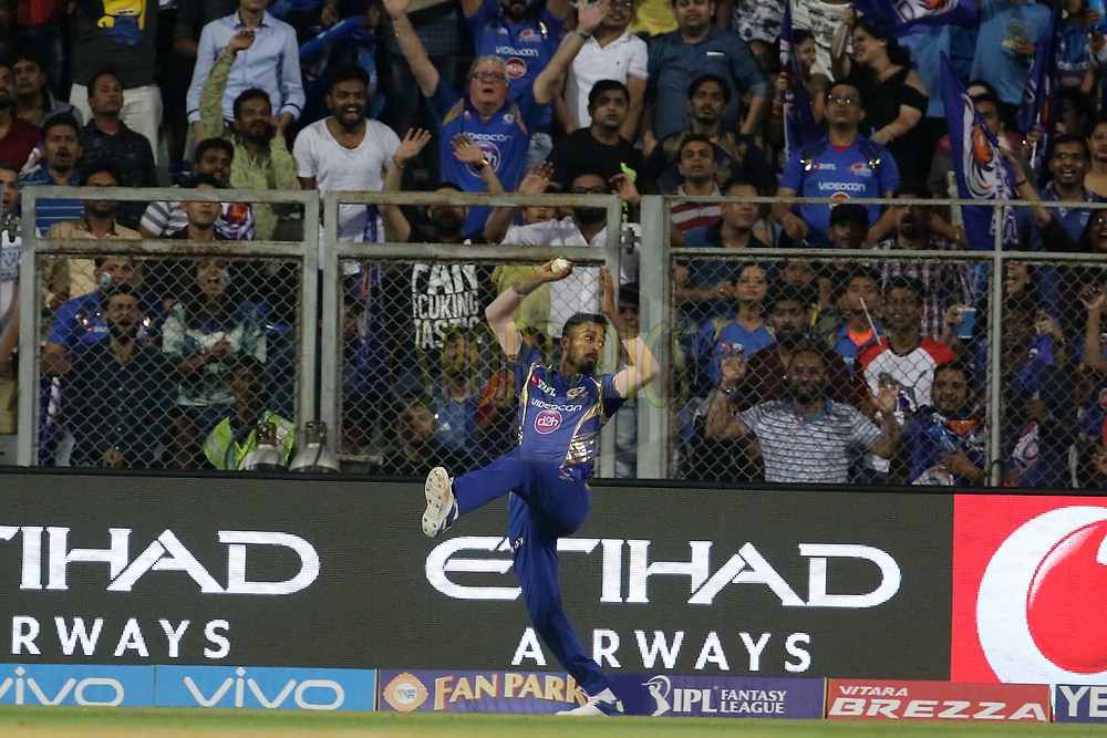 Hardik Pandya of the Mumbai Indians takes a catch of Yusuf Pathan of the Kolkata Knight Riders during match 7 of the Vivo 2017 Indian Premier League between the Mumbai Indians and the Kolkata Knight Riders held at the Wankhede Stadium in Mumbai, India on the 9th April 2017<br /> <br /> Photo by Vipin Pawar - IPL - Sportzpics