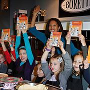 NLD/Amsterdam/20111123 - Boekpresentatie Maureen du Toit ' Altijd & overal feest', Maureen du Toit met kinderen
