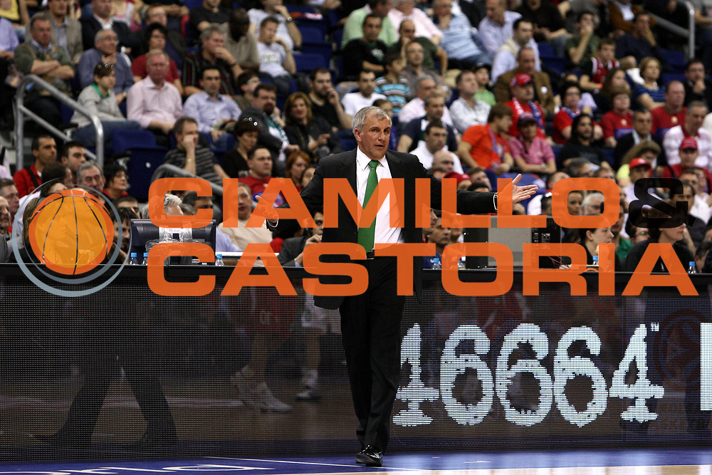 DESCRIZIONE : Berlino Eurolega 2008-09 Final Four Semifinale Olimpiacos Panathinaikos Atene<br /> GIOCATORE : Zeljko Obradovic<br /> SQUADRA : Panathinaikos Atene <br /> EVENTO : Eurolega 2008-2009 <br /> GARA : Olimpiacos Panathinaikos Atene<br /> DATA : 01/05/2009 <br /> CATEGORIA : Coach<br /> SPORT : Pallacanestro <br /> AUTORE : Agenzia Ciamillo-Castoria/C.De Massis<br /> Galleria : Eurolega 2008-2009 <br /> Fotonotizia : Berlino Eurolega 2008-2009 Final Four Semifinale Olimpiacos Panathinaikos Atene <br /> Predefinita :