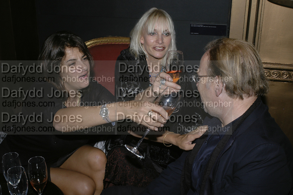 Tracey Emin, Daisy Bates and David Collins, Dom Perignon and Exit present Room service, an exhibition of photographs featuring Eva Herzigova  by Karl Largerfeld. -DO NOT ARCHIVE-© Copyright Photograph by Dafydd Jones 66 Stockwell Park Rd. London SW9 0DA Tel 020 7733 0108 www.dafjones.com
