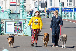 © Licensed to London News Pictures. 04/04/2020. Brighton, UK. Members of the public take advantage of the sunny and warm weather to head out to the beach in Brighton and Hove. Photo credit: Hugo Michiels/LNP