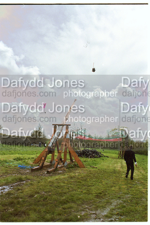 Richard  Wicks. Dangerous Sports Club first trebuchet human catapult. 2000<br />