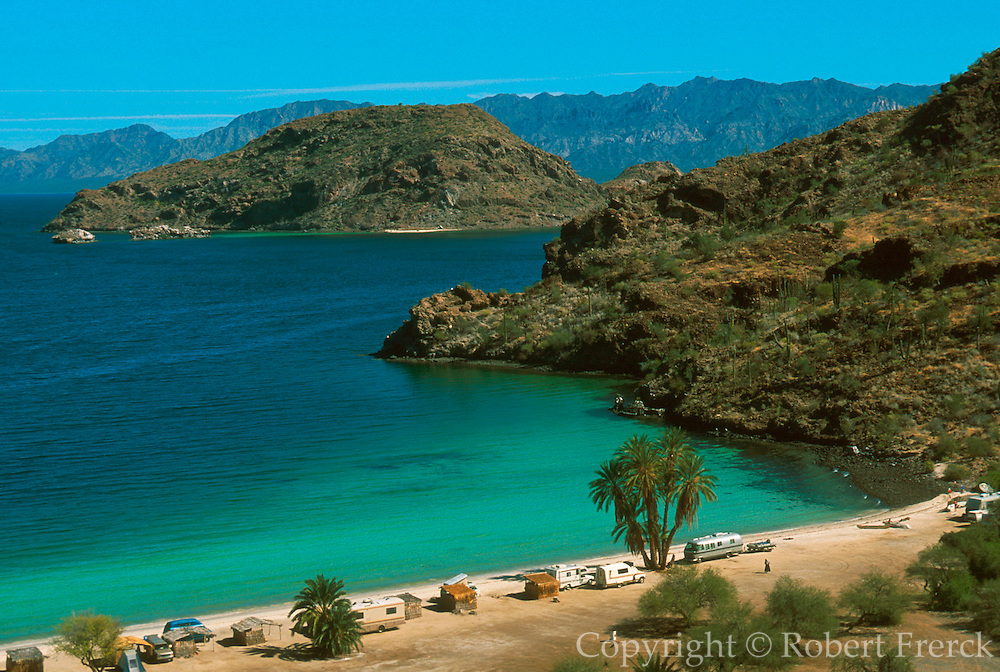 MEXICO, BAJA CALIFORNIA SOUTH Bahia de Concepcion on the Sea of Cortez south of Mulege, with R. V. parks for 'sunbirds' from the U. S.