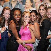 NLD/Amsterdam/20080909 - 18de Verjaardag Melody Klaver, melody krijgt kado''s van vrienden en vriendinnen