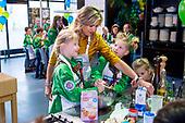 Koningin Maxima maakt cupcakes met welpen van Scouting Nederland