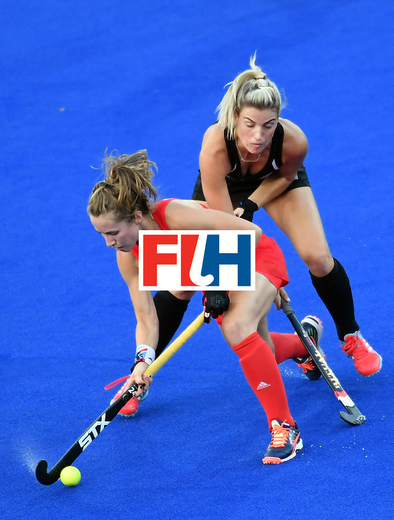 Britain's Shona McCallin (L) vies with New Zealand's Gemma Flynn during the women's semifinal field hockey New Zealand vs Britain match of the Rio 2016 Olympics Games at the Olympic Hockey Centre in Rio de Janeiro on August 17, 2016. / AFP / Pascal GUYOT        (Photo credit should read PASCAL GUYOT/AFP/Getty Images)