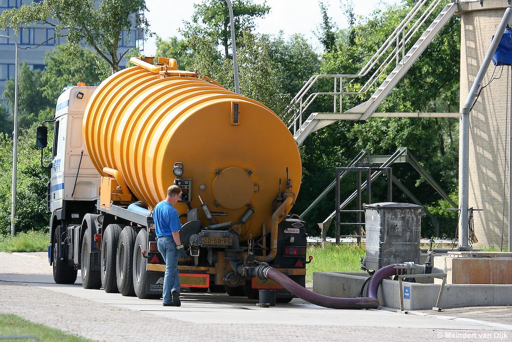 Tankauto bij RWZI Leeuwarden