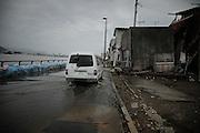 Véhicule de lorganisme Peace boat le long de la rivière Kyu-kitagami rive ouest à hauteur du centre-ville..Peace boat est une organisation mondiale non gouvernementale travaillant pour la paix, les droits de lhomme, la protection de lenvironnement et le développement durable. Son siège est à Tokyo et fut fondé en 1984 par Kiyomi Tsujimoto. .Elle fut la premiere ONG sur les lieux et son aide est déployée sur les 400 km de côte dévastée par le tsunami.