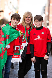 DUBLIN, REPUBLIC OF IRELAND - Friday, March 24, 2017: Wales supporters on Temple Bar, Dublin ahead of the 2018 FIFA World Cup Qualifying Group D match against Republic of Ireland. (Pic by Paul Greenwood/Propaganda)