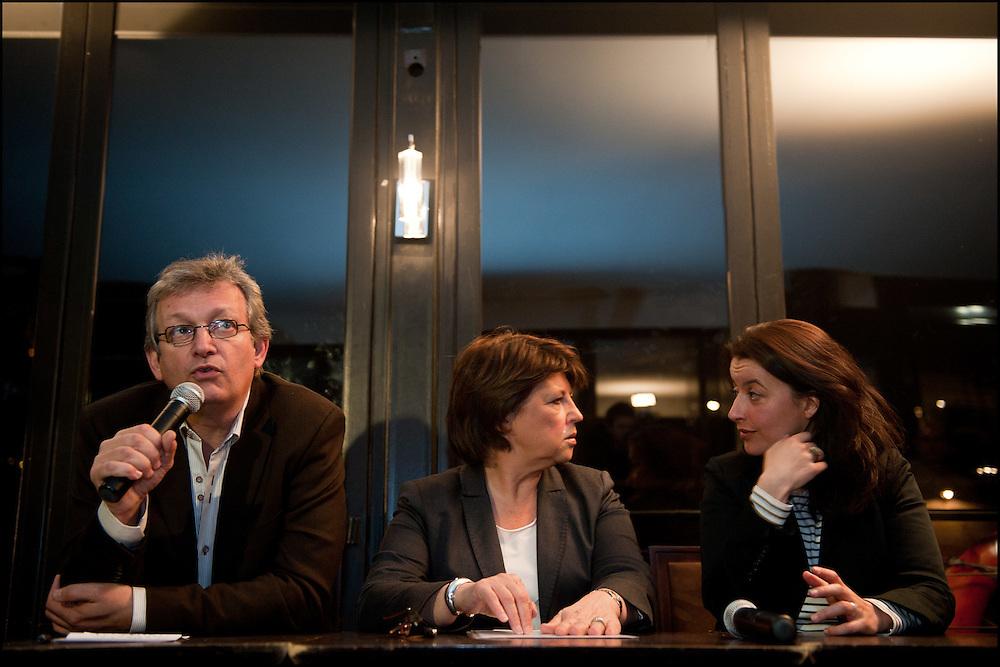 Cecile Duflot (Europe Ecologie Les Verts) Pierre Laurent (Parti Communiste Francais) et Martine Aubry (Parti Socialiste), lors de leur declaration a la presse a l'annonce des resultats. Le premier tour des elections cantonales vient de se terminer avec une participation faible et le Parti Socialiste est en tete, L'UMP est deuxieme. Paris le 21 mars 2011 © Benjamin Girette/IP3 press