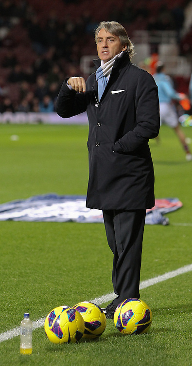 Picture by John  Rainford/Focus Images Ltd +44 7506 538356.03/11/2012.Roberto Mancini, manager of Manchester City watches the warm-up before the Barclays Premier League match at the Boleyn Ground, London.