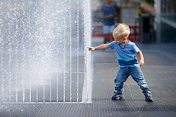 © Licensed to London News Pictures. 08/09/2016. London, UK. A child enjoys warm weather and sunshine at fountains of Royal Festival Hall in Southbank, London on Thursday, 8 September 2016.  Photo credit: Tolga Akmen/LNP