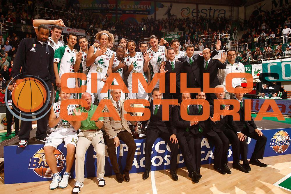 DESCRIZIONE  Siena  Lega A 2010-2011 Supercoppa Italiana Montepaschi Siena Canadian Solar Bologna<br /><br />GIOCATORE :  Shaun Stonerook Team Siena<br /><br />SQUADRA : Montepaschi Siena<br /><br />EVENTO : :  Supercoppa Italiana 2010<br /><br /><br />GARA : Montepaschi Siena Canadian Solar Bologna<br /><br />DATA : 10/10/2010<br /><br />CATEGORIA : Team Siena<br /><br />SPORT : Pallacanestro<br /><br />AUTORE : Agenzia Ciamillo-Castoria/P.Lazzeroni<br /><br />GALLERIA : Lega Basket A 2010-2011<br /><br />FOTONOTIZIA : Siena  Lega A 2010-2011 Supercoppa Italiana Montepaschi Siena Canadian Solar  Bologna<br /><br />PREDEFINITA :