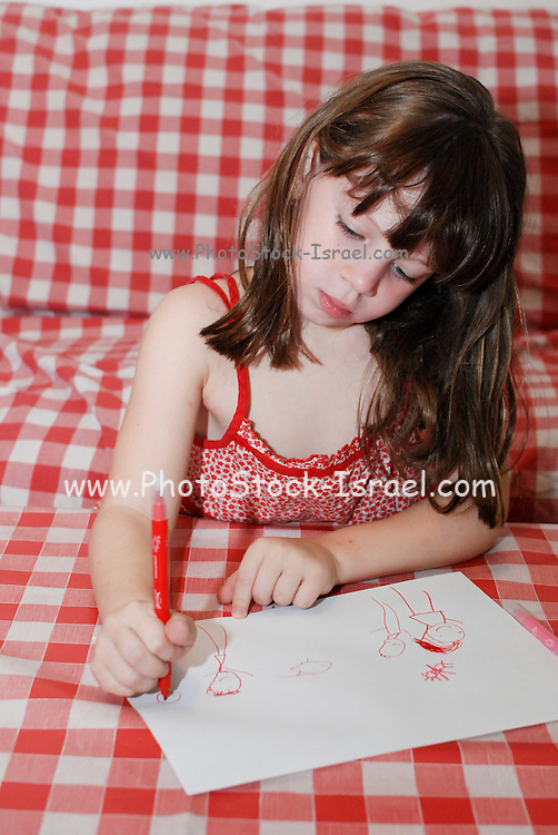 Young preschool girl of 5 drawing