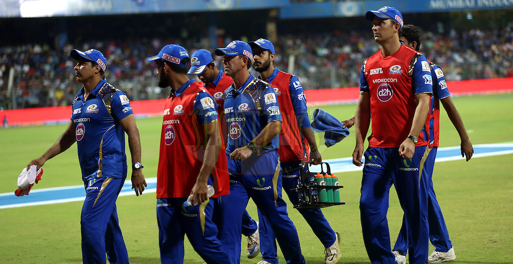 Mumbai Indians coach Ricky Ponting along with players during match 9 of the Vivo Indian Premier League ( IPL ) 2016 between the Mumbai Indians and the Gujarat Lions held at the Wankhede Stadium in Mumbai on the 16th April 2016<br /> <br /> Photo by Sandeep Shetty/ IPL/ SPORTZPICS