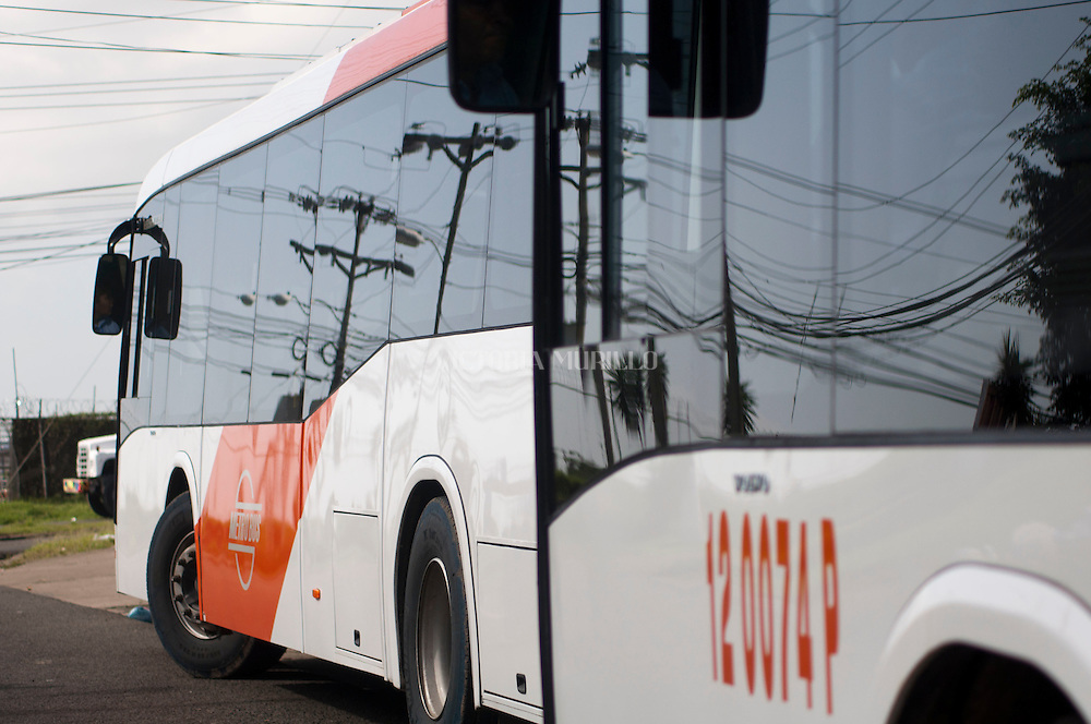 """Recorrido en el Metrobus, el nuevo sistema de transporte colectivo en la capital, con la activación de 50 modernas unidades que reemplazarán a los denominados """"Diablos Rojos"""" . Panamá City.©Victoria Murillo/Istmophoto"""