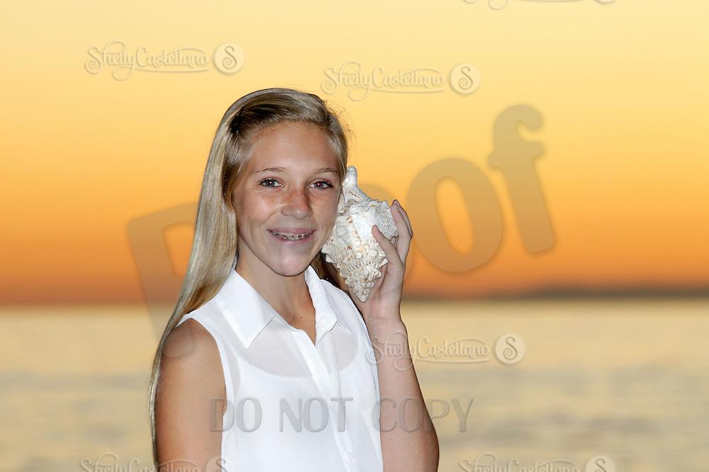 28 October 2012: Mike, Keri, Rylee (12) and Sierra (10) Pilarski family photo session in Laguna Beach, CA.
