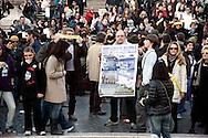 Roma 18 marzo 201.Acqua pubblica. Flash mob in piazza di Spagna per protestare contro la privatizzazione dell'acqua e in vista della manifestazione nazionale che si terrà  nella Capitale, di Sinistra Ecologia e Libertà..Rome March 18 2010.Public Water. Flash mob in plaza of Spain, in protest against water privatization and in view of the national demonstration to be held in the capital, organized by the Left Ecology and Freedom.