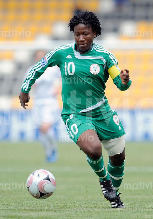 Fussball Frauen FIFA U 20  Weltmeisterschaft 2008    19.11.2008 Neuseeland - Nigeria       New Zealand - Nigeria Teamfoto Nigeria: Rita CHIKWELU (NGA), Einzelaktion am Ball.