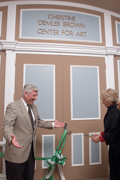 17888Christine Demler Brown Center for Art at the Kennedy Museum Ribbon Cutting 9/30/06 :Photos by Eric Kayne