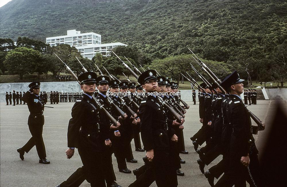 Hong Kong. Police school  island Victoria   / Parade à l'école de police de l'île Victoria.  / R00057/20    L940305a  /  P0000300