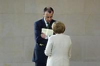11 MAY 2006, BERLIN/GERMANY:<br /> Friedrich Merz (L), CDU, MdB, und Angela Merkel (R), CDU, Bundeskanzlerin, im Gespraech, waehrend der Bundestagsdebatte nach der Regierungserklaerung der Bundeskazlerin zur Europa-Politik, Plenum, Deutscher Bundestag<br /> IMAGE: 20060511-01-045<br /> KEYWORDS: Gespr&auml;ch