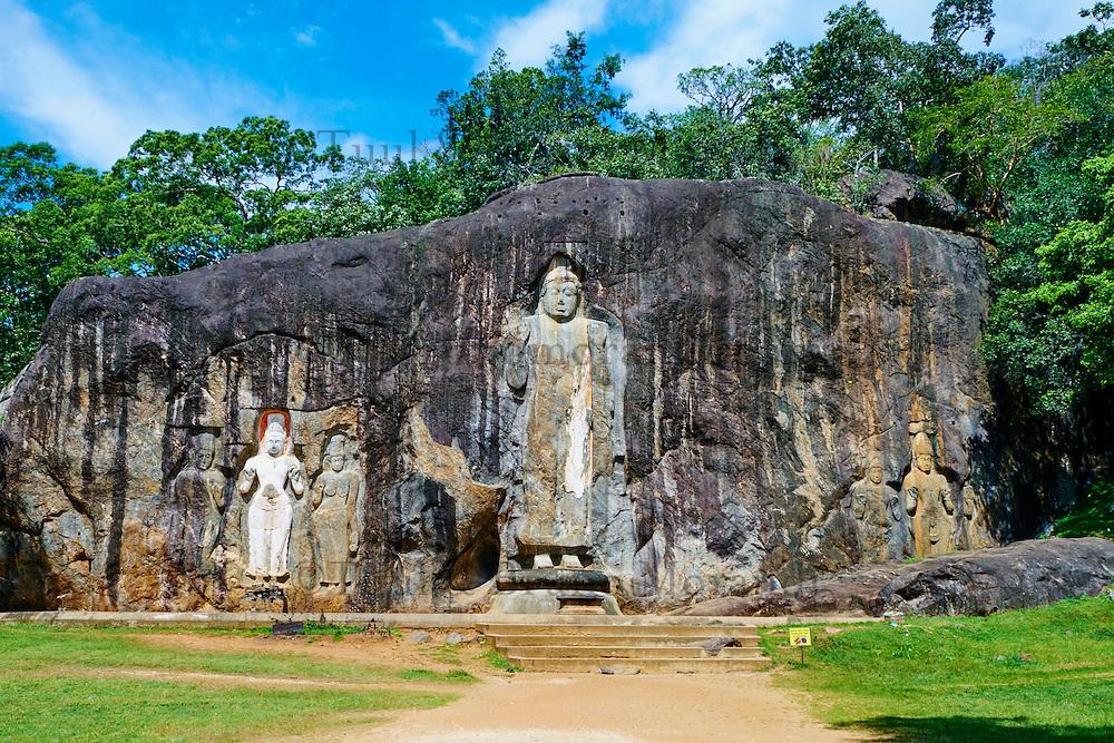 Sri Lanka, province de l'Uva, Buduruwagala, statue de Bouddha sculptée dans la roche // Sri Lanka, Ceylon, Central Province, Buduruwagala, Buddhist Rock Temple, Buddhist statues carved in a rock as rock relief