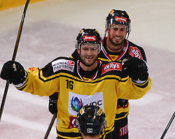14.10.2016, Albert Schultz Halle, Wien, AUT, EBEL, UPC Vienna Capitals vs Fehervar AV 19, 13. Runde, im Bild Torjubel Macgregor Sharp (UPC Vienna Capitals) und David Rotter (UPC Vienna Capitals) // during the Erste Bank Icehockey League 13th Round match between UPC Vienna Capitals and Fehervar AV 19 at the Albert Schultz Ice Arena, Vienna, Austria on 2016/10/14. EXPA Pictures © 2016, PhotoCredit: EXPA/ Thomas Haumer