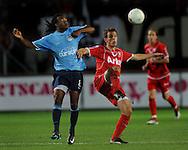 13-09-2008 VOETBAL:FC TWENTE:NEC NIJMEGEN:ENSCHEDE <br /> Lorenzo Davids in duel met Wout Brama<br /> Foto: Geert van Erven