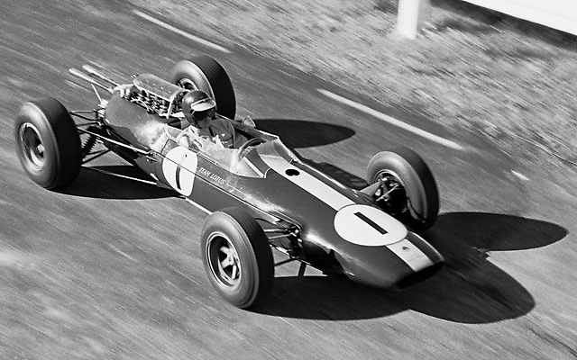 Jim Clark in Lotus 25 enters Watkins Glen pit lane during practice for 1964 US Grand Prix