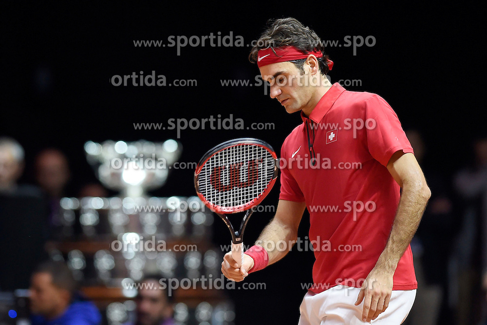 21.11.2014, Stade Pierre Mauroy, Lille, FRA, Davis Cup Finale, Frankreich vs Schweiz, im Bild Roger Federer (SUI) enttaeuscht // during the Davis Cup Final between France and Switzerland at the Stade Pierre Mauroy in Lille, France on 2014/11/21. EXPA Pictures &copy; 2014, PhotoCredit: EXPA/ Freshfocus/ Valeriano Di Domenico<br /> <br /> *****ATTENTION - for AUT, SLO, CRO, SRB, BIH, MAZ only*****