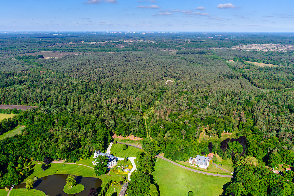 Nederland, Utrecht, Leusden, 29-05-2019; landgoed en landhuis Den Treek.<br /> Estate and country house Den Treek.<br /> <br /> luchtfoto (toeslag op standard tarieven);<br /> aerial photo (additional fee required);<br /> copyright foto/photo Siebe Swart