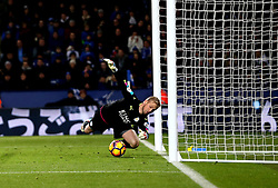 Kasper Schmeichel of Leicester City makes a save - Mandatory by-line: Robbie Stephenson/JMP - 31/12/2016 - FOOTBALL - King Power Stadium - Leicester, England - Leicester City v West Ham United - Premier League