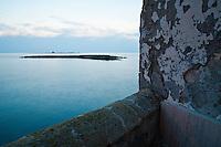 Vista del faro di S.Andrea dalla città vecchia di Gallipoli (LE)