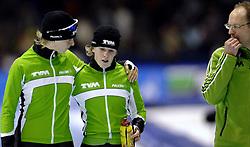 24-12-2006 SCHAATSEN: AEGON NK ALLROUND 2007: HEERENVEEN <br /> Ireen Wust - Nederlands kampioen 2006-2007, Gerard Kempers en Renate Groenewold<br /> ©2006-WWW.FOTOHOOGENDOORN.NL