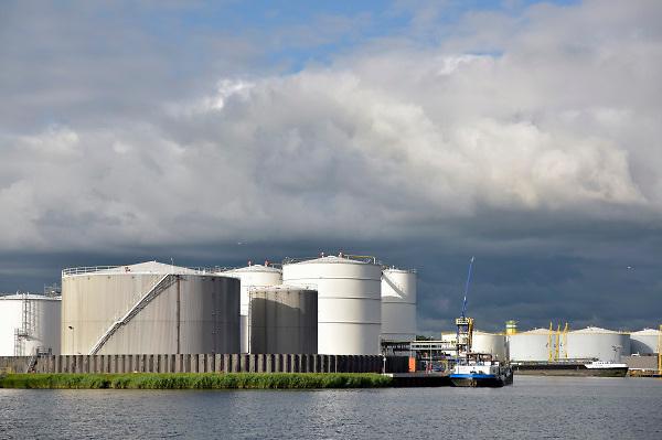Nederland, Amsterdam, 19-6-2018Opslagtanks voor brandstof, benzine en diesel in Amsterdam Westpoort.FOTO: FLIP FRANSSEN