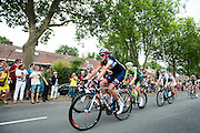 Het peloton rijdt over de Cartesiusweg. In Utrecht is de tweede etappe vanTour de France van start gegaan.<br /> <br /> The riders pass the Cartesiusweg. In Utrecht the second stage of the Tour de France has started