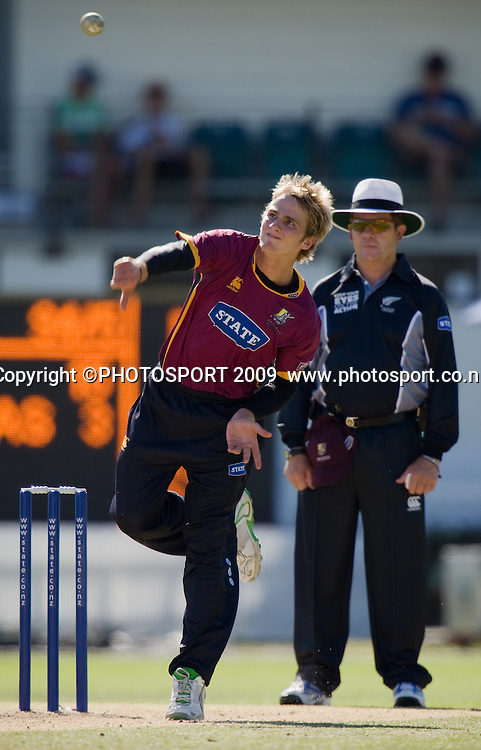 Kane Williamson bowls for Knights during the State Shield cricket final between the State Northern Knights and State Otago Volts won by the Knights by  49 runs at Seddon Park, Hamilton, New Zealand, Saturday 31 January 2009.  Photo: Stephen Barker/PHOTOSPORT