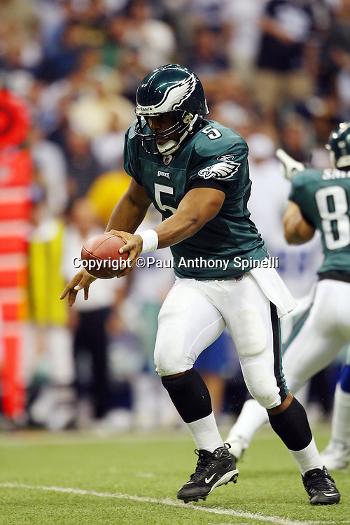 IRVING, TX - SEPTEMBER 15:  Quarterback Donovan McNabb #5 of the Philadelphia Eagles hands off the ball on a running play during the game against the Dallas Cowboys at Texas Stadium on September 15, 2008 in Irving, Texas. The Cowboys defeated the Eagles 41-37. ©Paul Anthony Spinelli *** Local Caption *** Donovan McNabb