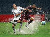 Fussball International Testspiel Real Madrid-Reggina Calcio  Thomas Gravesen (Real li) gegen Daniele Amerini (Reggina)