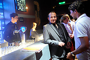 Setbezoek van de romantische komedie Valentino in Escape Amsterdam.<br /> <br /> Op de foto: <br />  Najib Amhali en regiseur Remy van Heugten  op de set in Escape