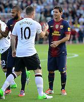 FUSSBALL  INTERNATIONAL Testspiel 2012/2013  08.08.2012 Manchester United  - FC Barcelona  Shake Hands vor dem Spiel; Lionel Messi (re, Barca) und Wayne Rooney (Manchester United FC)