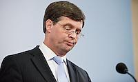 Nederland. Den Haag, 20 februari 2010.<br /> Persverklaring Balkenende.<br /> Premier Balkenende gaat het ontslag van zijn vierde kabinet indienen bij koningin Beatrix. Na een keiharde confrontatie in de ministerraad over de militaire missie in Uruzgan bleek rond vier uur 's nachts nog maar één conclusie mogelijk: aftreden.<br /> Foto Martijn Beekman