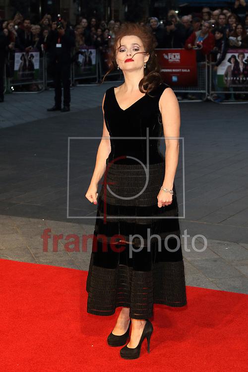 FESTIVAL DE CINEMA DE LONDRES SUFFRAGETTE – INGLATERRA – 07/10/2015 - *BRAZIL ONLY* ATENCAO EDITOR, FOTO EMBARGADA PARA VEICULOS INTERNACIONAIS - wenn22991196 Helena Bonham Carter durante a abertura do Festival de Cinema de Londres com o filme Suffragette no Odeon, na Leicester Square, em Londres, na quarta-feira. O filme homenageia as sufragistas do Reino Unido que lutaram pelo direito de voto das mulheres. FOTO: WENN/FRAME