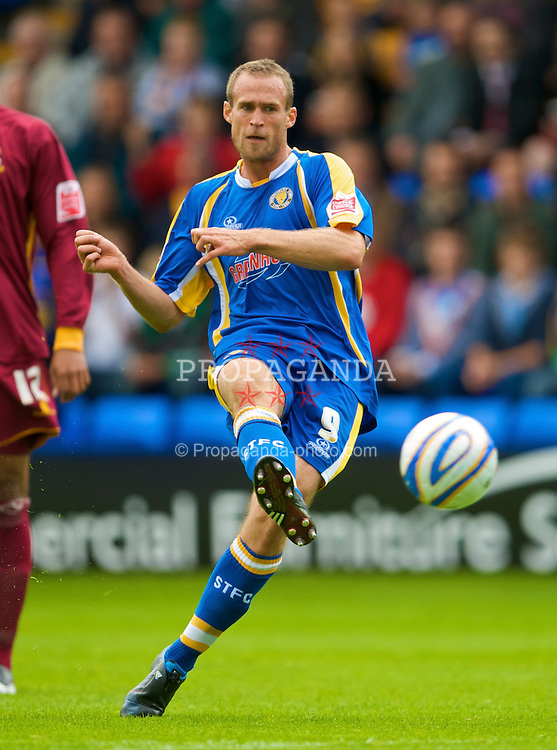 SHREWSBURY, ENGLAND - Saturday, September 5, 2009: Shrewsbury Town's Dave Hibbert in action against Bradford City during the League Two match at the New Meadow. (Photo by David Rawcliffe/Propaganda)
