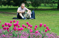 © Licensed to London News Pictures. 17/04/2019.<br /> Greenwich, UK.  A sunny afternoon in Greenwich Park, London today as people look forward to an Easter weekend of sunshine. Photo credit: Grant Falvey/LNP