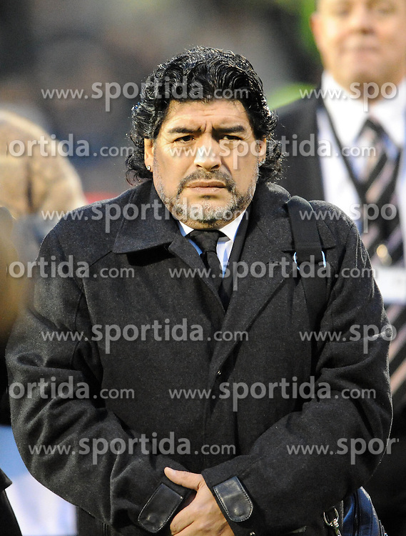 21.11.2010, Graven Cottage, London, ENG, PL, Fulham vs Manchester City, im Bild Argentina's hero Diego Maradonna braves the autumn cold  Fulham vs Manchester City  in the Barclays Premier League  at Craven Cottage stadium in London on 21/11/2010, EXPA Pictures © 2010, PhotoCredit: EXPA/ IPS/ R. Noyes *** ATTENTION *** UK AND FRANCE OUT!